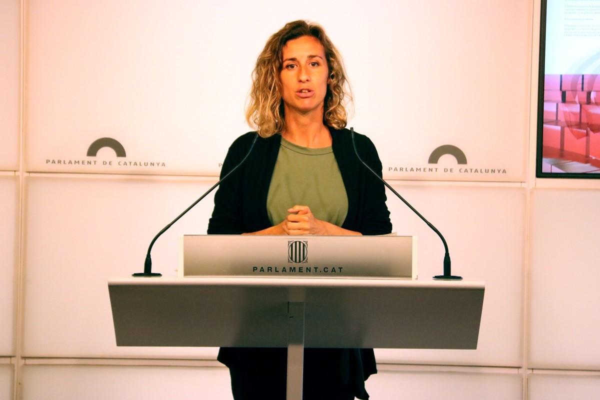 Laia Estrada, en una roda de prems al Parlament