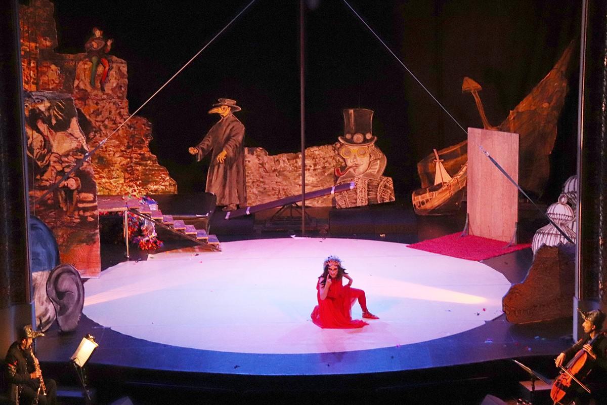 La representació de Desdémona, d'Alba Sarraute i Les Ofèlies, al teatre Batrina de Reus en la jornada inaugural del Trapezi 2021.