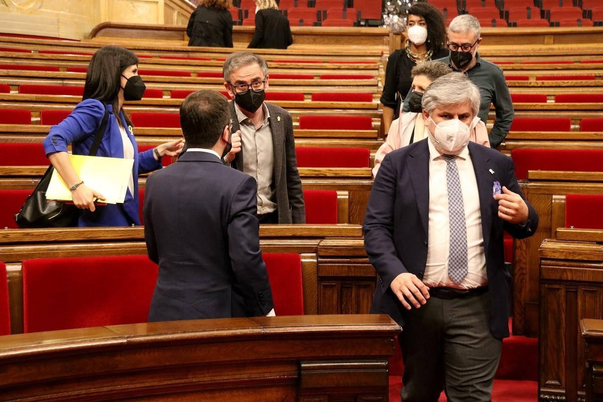 Dirigents d'ERC, Junts i la CUP aquest dijous al Parlament.