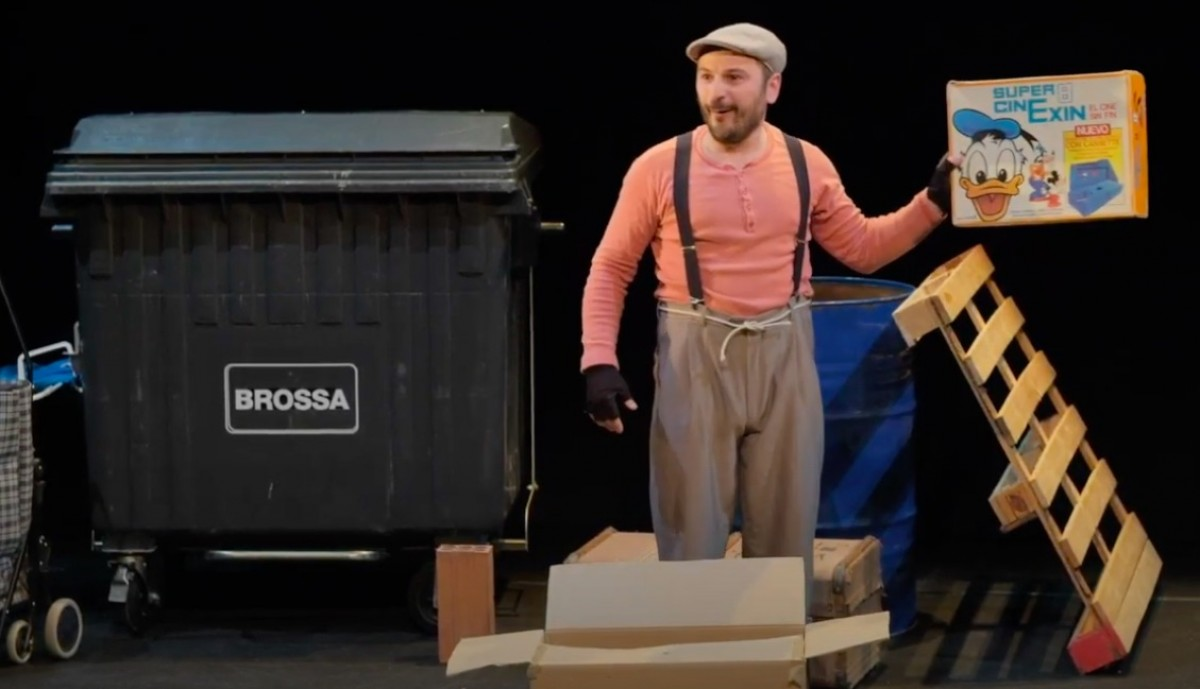 Una imatge de l'espectacle «Brossa, una comèdia de merda».