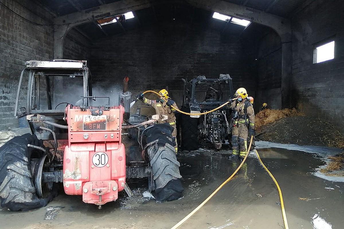 El foc s'ha produït en un cobert d'uns 80 m2