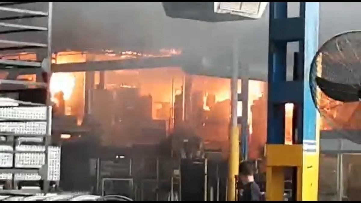 VÍDEO Incendi a l'interior de Maxion Wheels