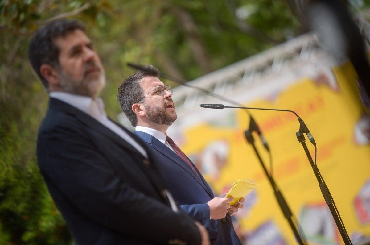 Pere Aragonès i Jordi Sànchez, en la presentació de l'acord al Palau Robert