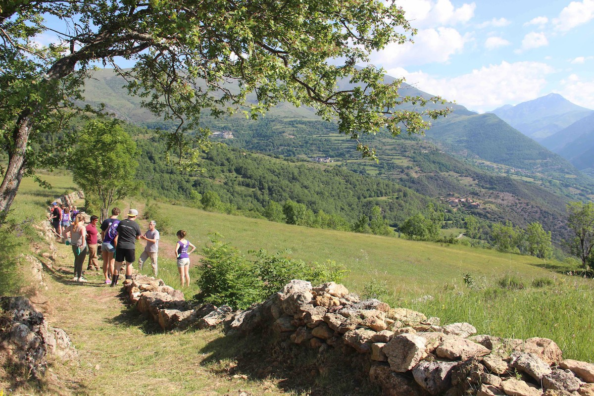 Pla general d'un tram de camí recuperat per Gratitud Pallars aquest any