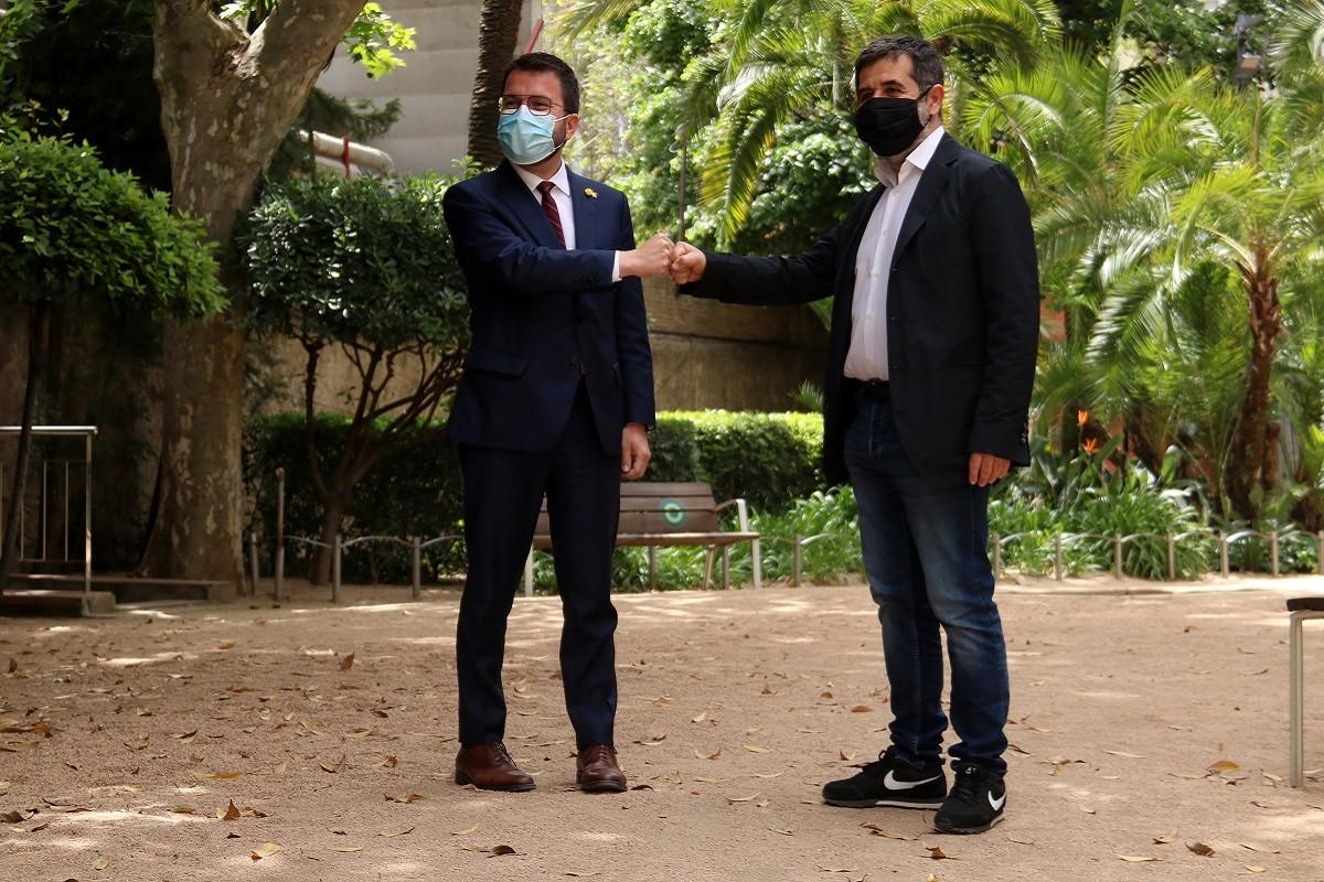 Jordi Sànchez i Pere Aragonès, en la presentació de l'acord al Palau Robert.