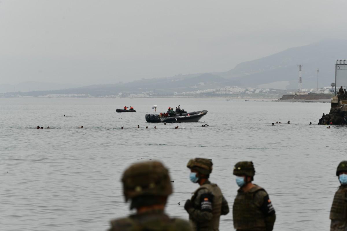 L'exèrcit espanyol, a les platges de Ceuta