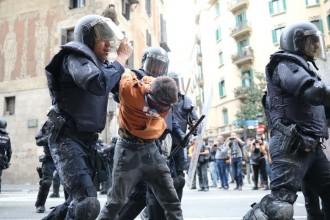 El TC revisarà l'arxivament de la querella per maltractament policial del noi de la dessuadora taronja