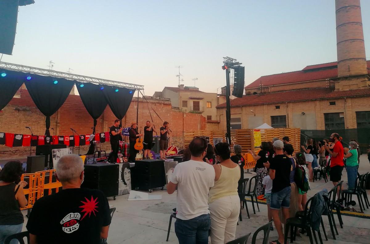 Ovidi4, juntament amb Toti Soler, un cop acabat el concert de final de festa