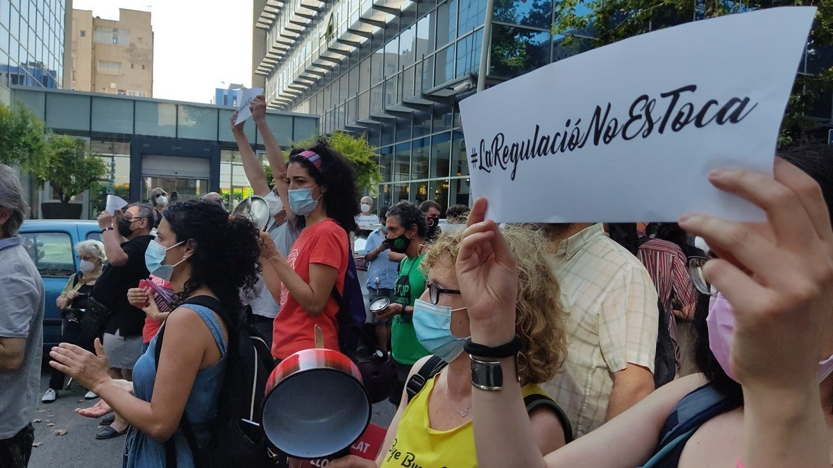 Protesta convocada pel Sindicat de Llogateres a la seu del PSC