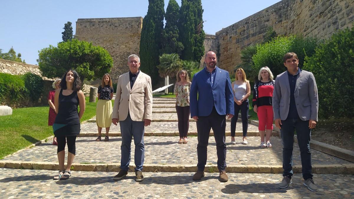 Els participants del nou acord d'ampliació de govern, aquest dimarts al passeig Arqueològic de Tarragona.