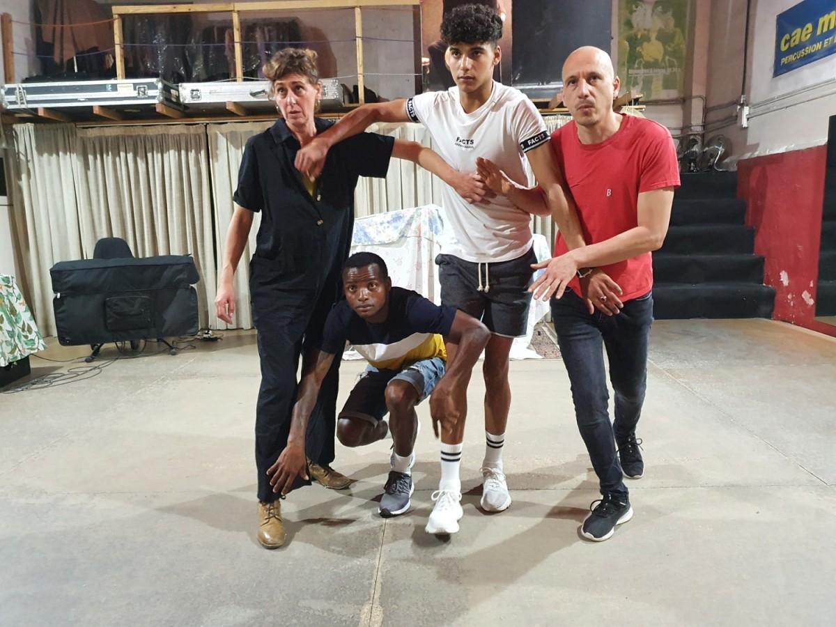 En Sahid i l'Alí, al centre, durant un assaig amb els seus companys