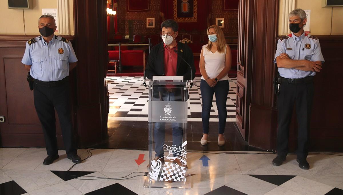 El portaveu de Tarragona, Manel Castaño, de la consellera de Seguretat Ciutadana, Cristina Guzmán, i dels caps de la Guàrdia Urbana de Tarragona i de l'ABP dels Mossos d'Esquadra al Tarragonès.