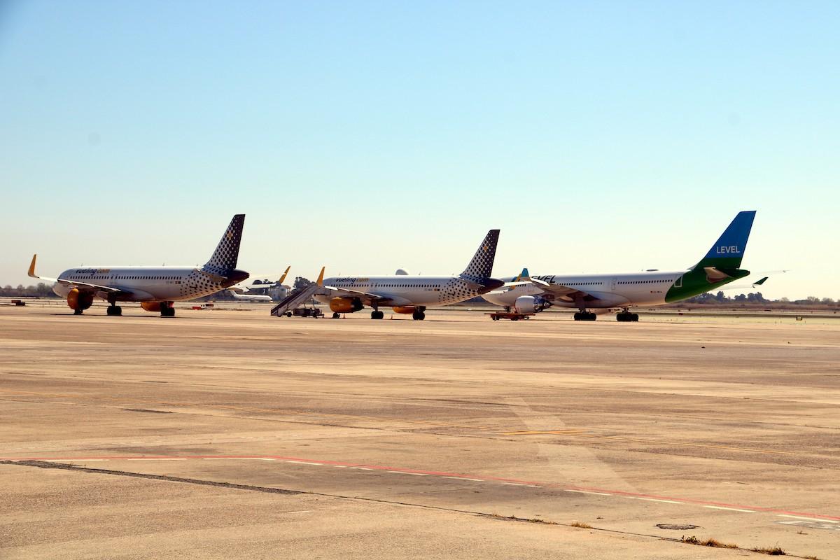 Diversos avions a la T2 de l'aeroport del Prat