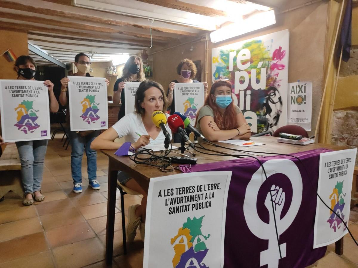 Roda de premsa de l'Assemblea Feminista de les Terres de l'Ebre per presentar les mocions als ajuntaments ebrencs