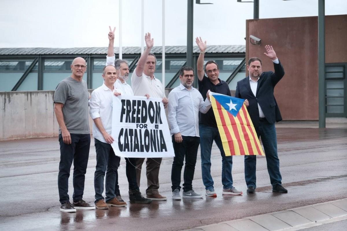 Els presos polítics fora de Lledoners després de rebre l'indult del govern espanyol