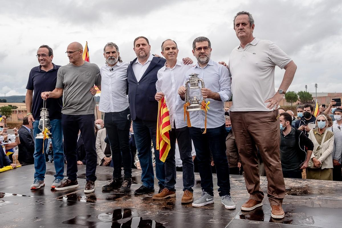 Els presos polítics, fora de Lledoners després de rebre l'indult del govern espanyol.