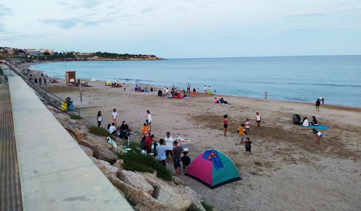 La platja del Miracle de Tarragona, ahir al vespre, en la revetlla de Sant Joan.