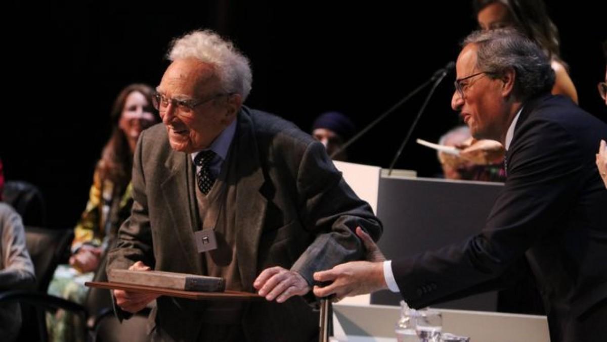 Lluís Albert va rebre la Creu de Sant Jordi de mans del president Torra l'any 2019
