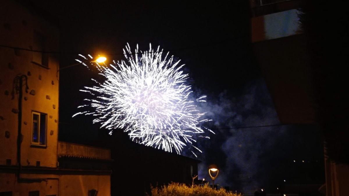 Un dels focs del piromusical, el colofó de la Festa Major de Rubí 2021