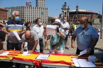 El PP recull signatures contra els indults a la plaça Espanya de Barcelona