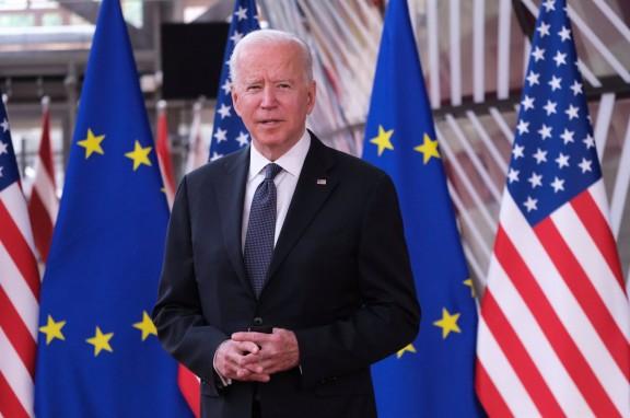 La surrealista escena de Joe Biden en la roda de premsa després de parlar amb Putin
