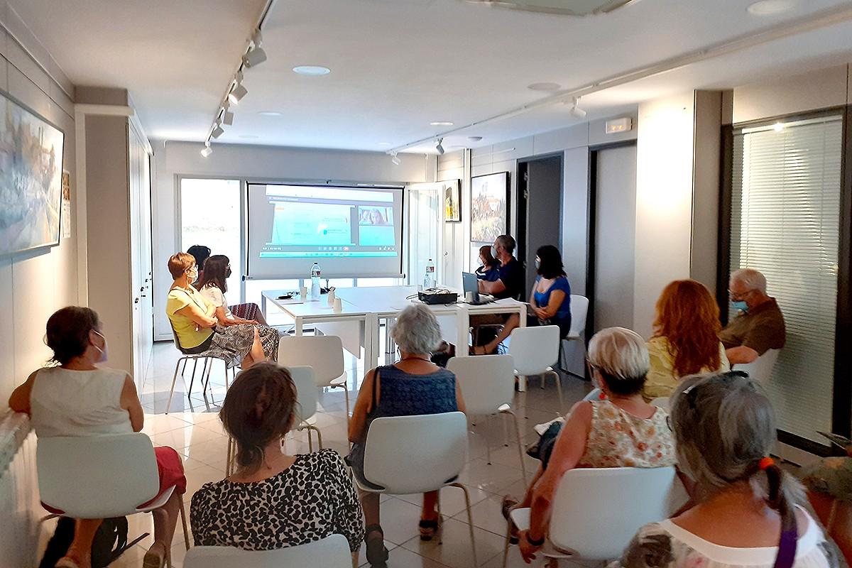 Durant la presentació del projecte «Excedents Solidaris» a Olost