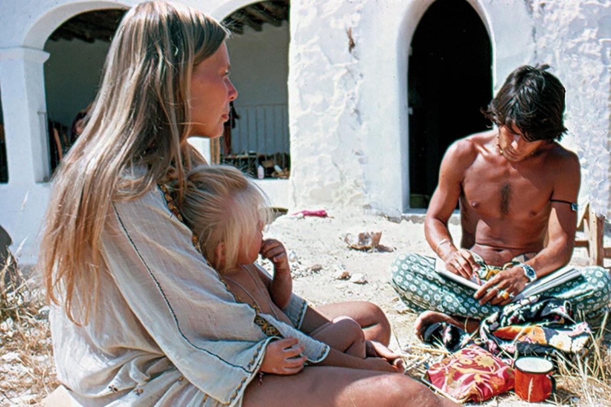 Joni Mitchell fotografiada a Eivissa durant la 'festa' de la seva cançó «Califòrnia»