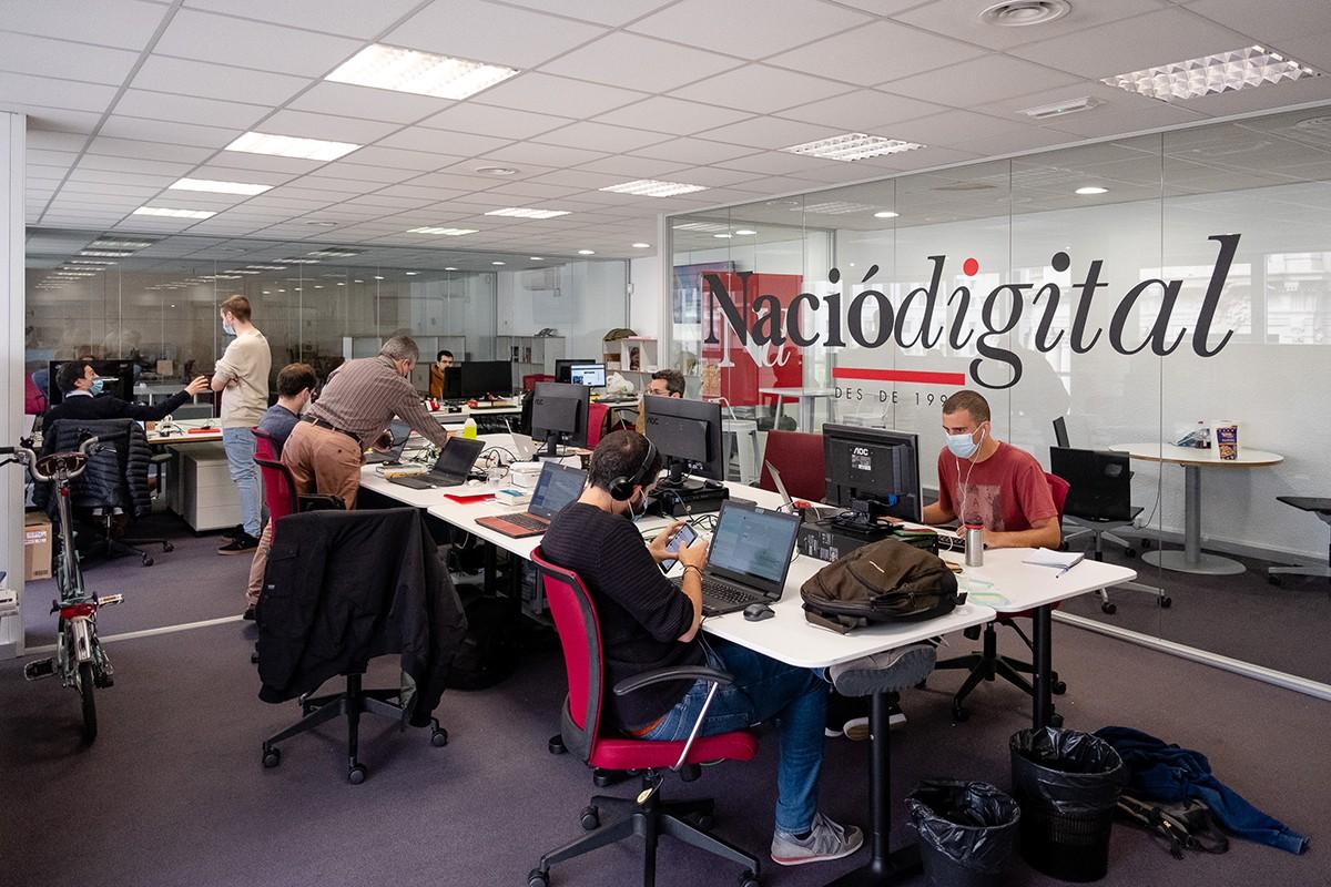 Periodistes a la redacció de NacióDigital a Barcelona