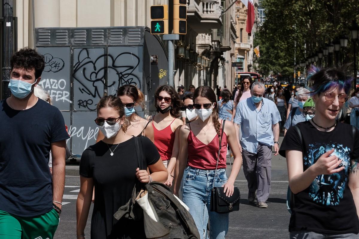 Gent amb mascareta al centre de Barcelona