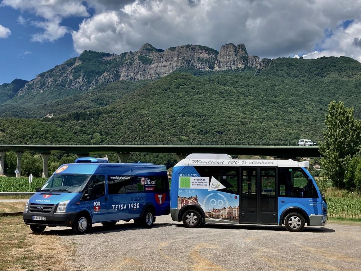 Els minibusos que presten el servei de transport públic a demanda a la Vall d'en Bas.