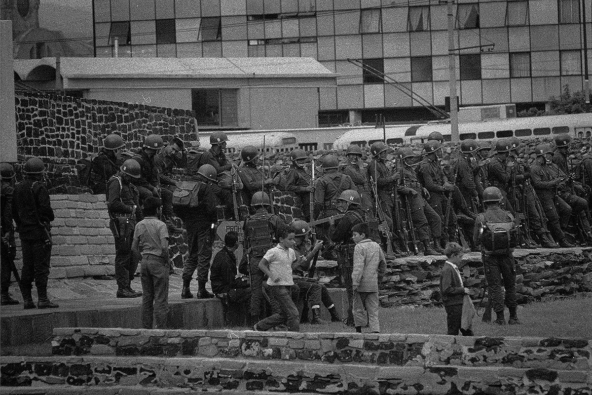 Soldats mexicans a la plaça de Tlatelolco.