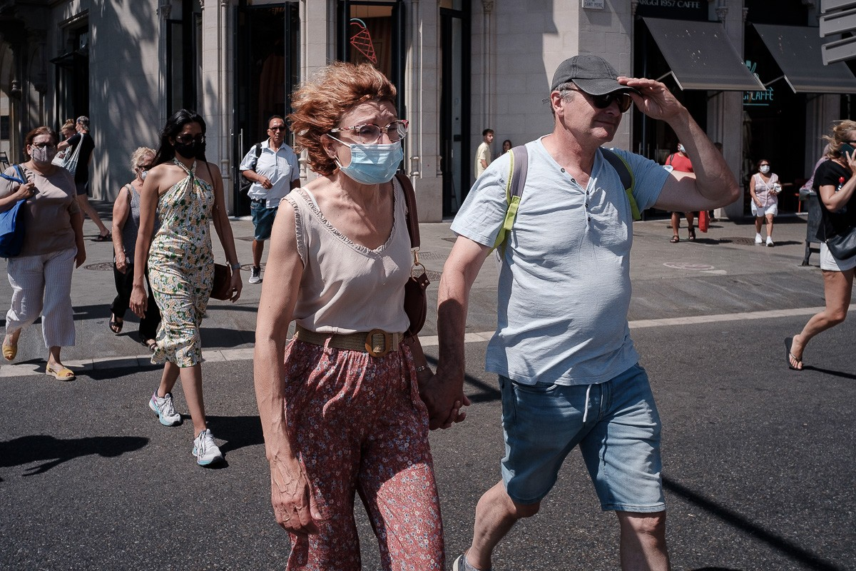Gent amb mascareta al centre de Barcelona.