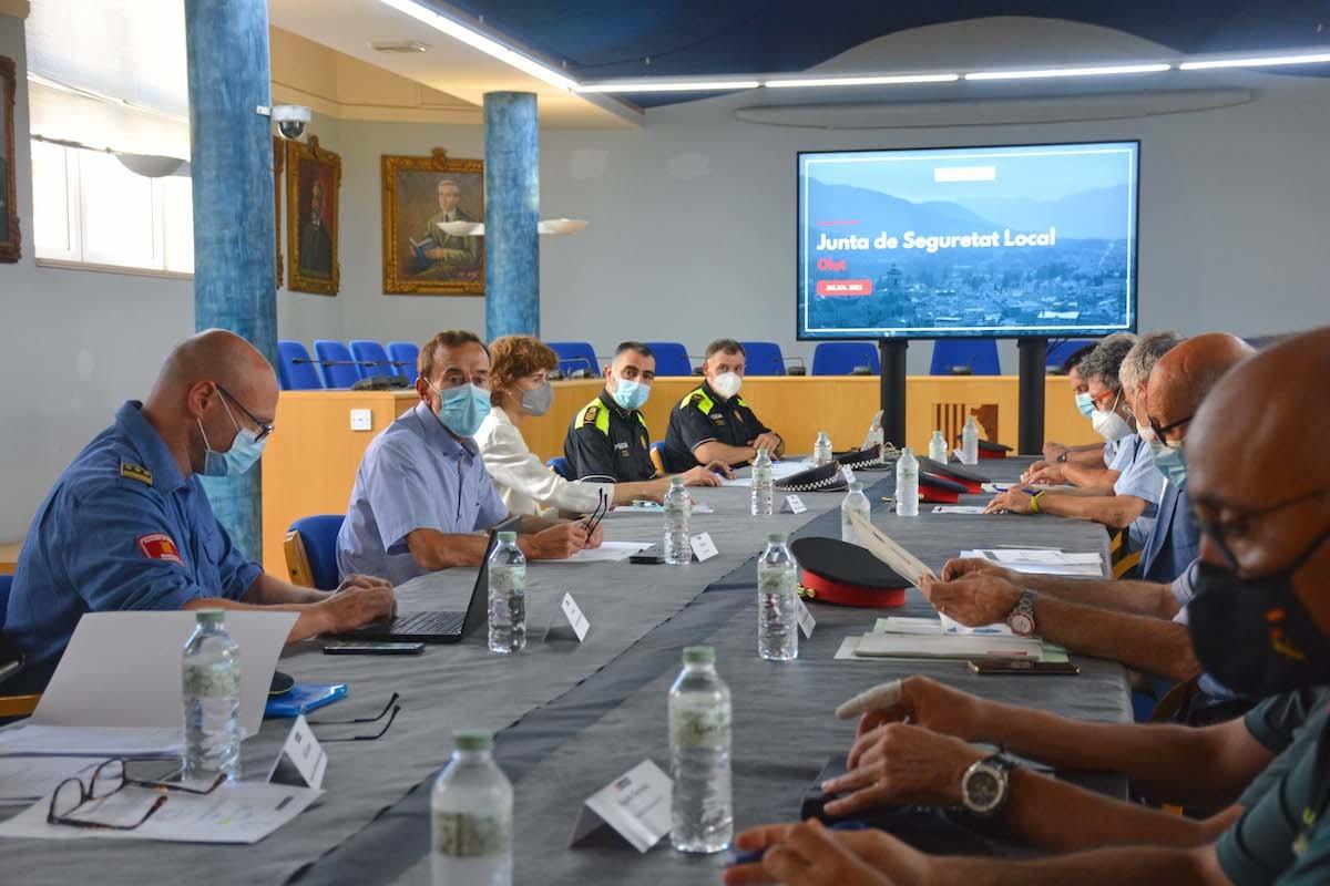 La Junta de Seguretat s'ha reunit al Saló de Sessions de l'Ajuntament d'Olot.