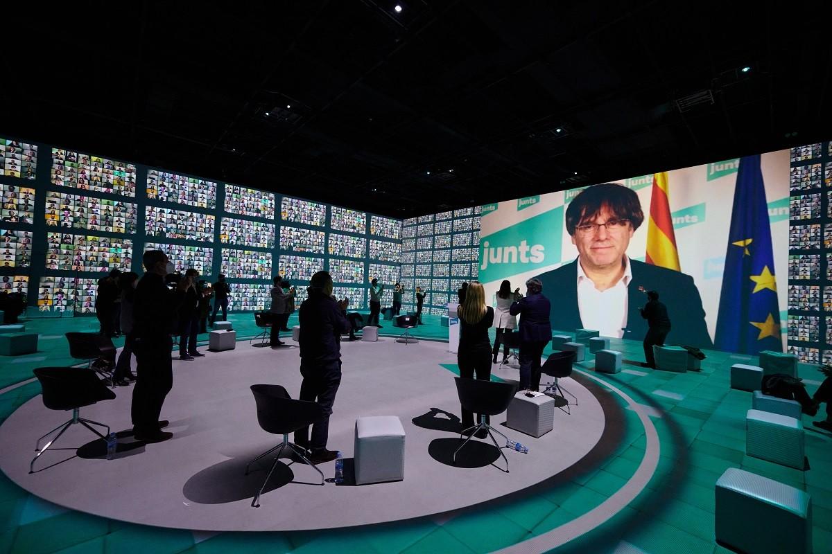 Carles Puigdemont, al míting final de Junts del 14-F.