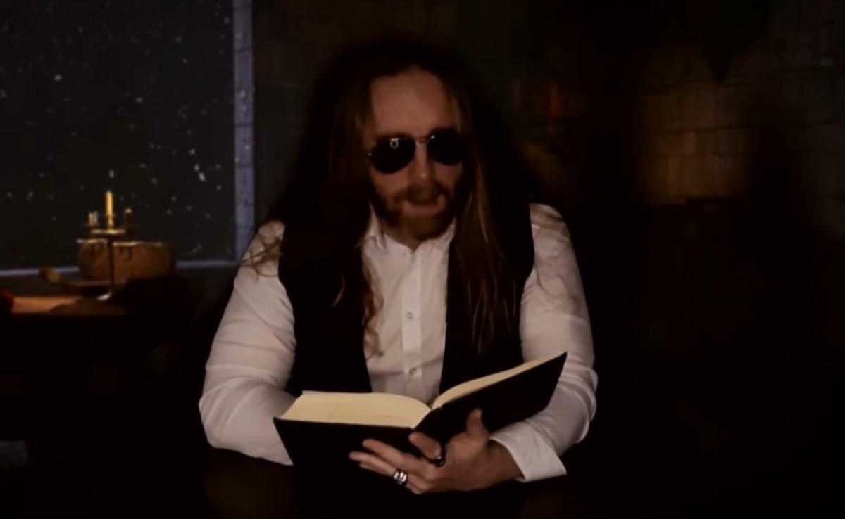 Fotograma del videoclip «Ice Queen»
