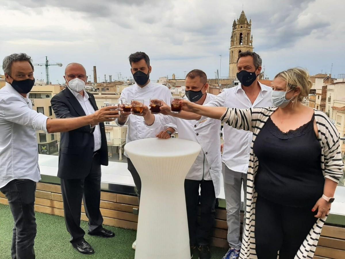 Autoritats i cuiners han brindat per l'èxit del Vermut de Reus arreu