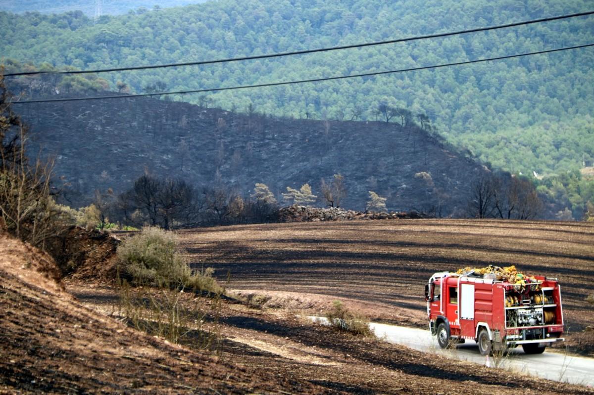 Un camió de Bombers, a la zona de l'incendi