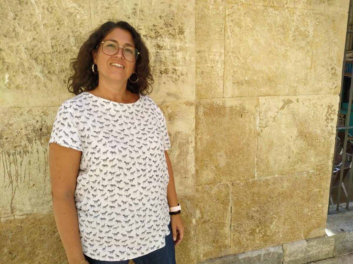 La regidora Berasategui, a les Peixateries Velles, després de l'entrevista amb Reusdigital.cat