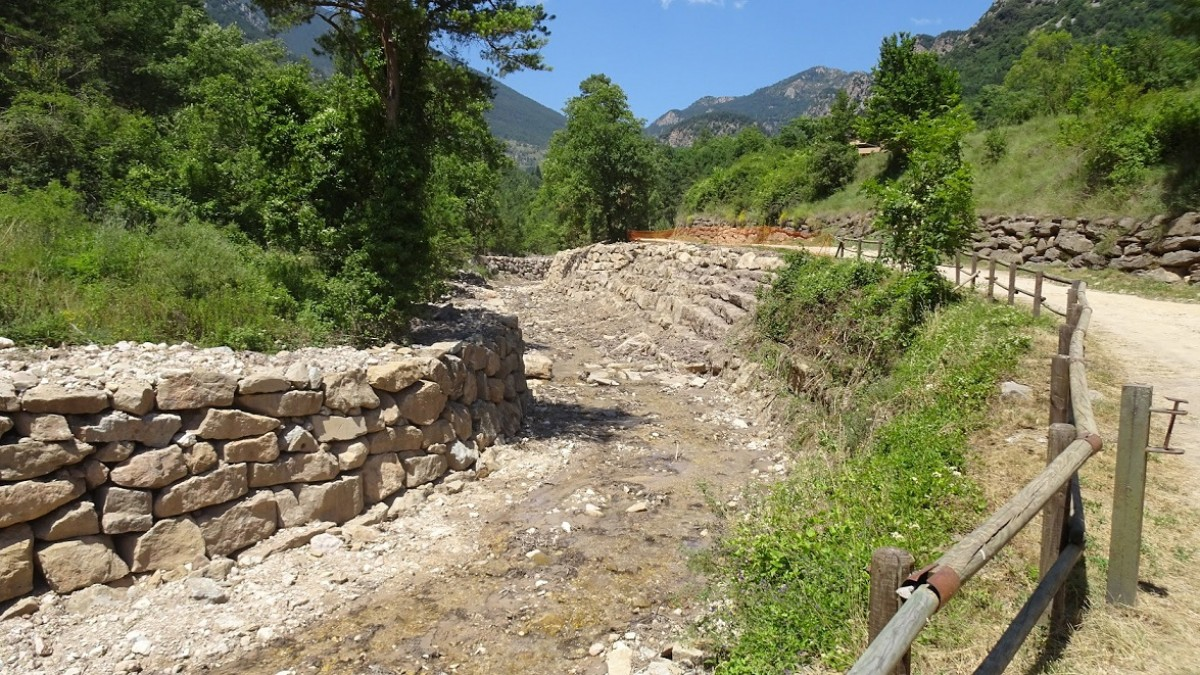 Esculleres construïdes al Cardener al seu pas pel municipi de la Coma i la Pedra