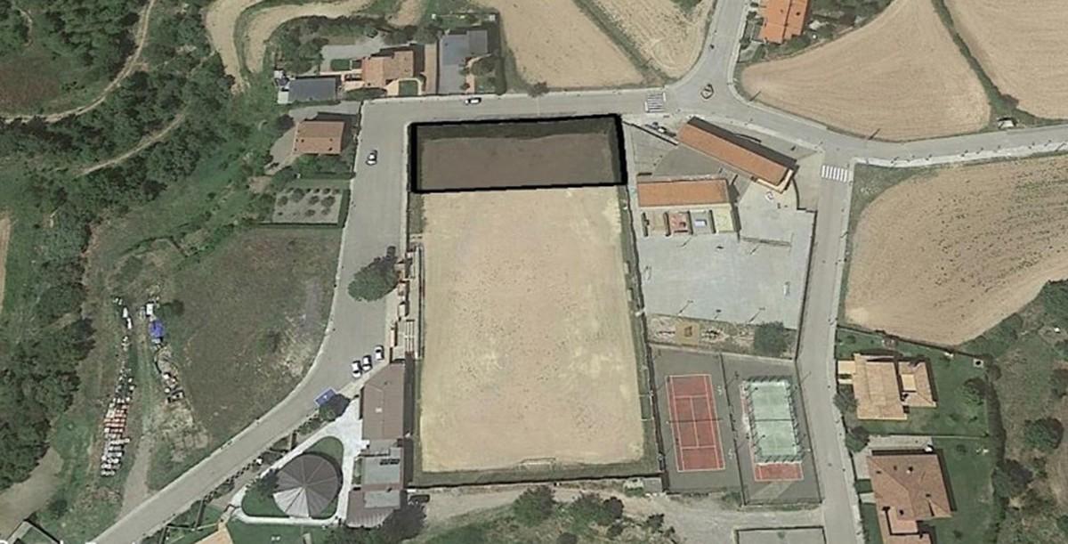 Una de les propostes d'ubicació de la sala esportiva de Sant Feliu Sasserra és en una zona adjacent a l'escola
