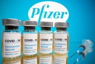 Pfizer i Moderna apugen el preu de les vacunes pactat amb la UE