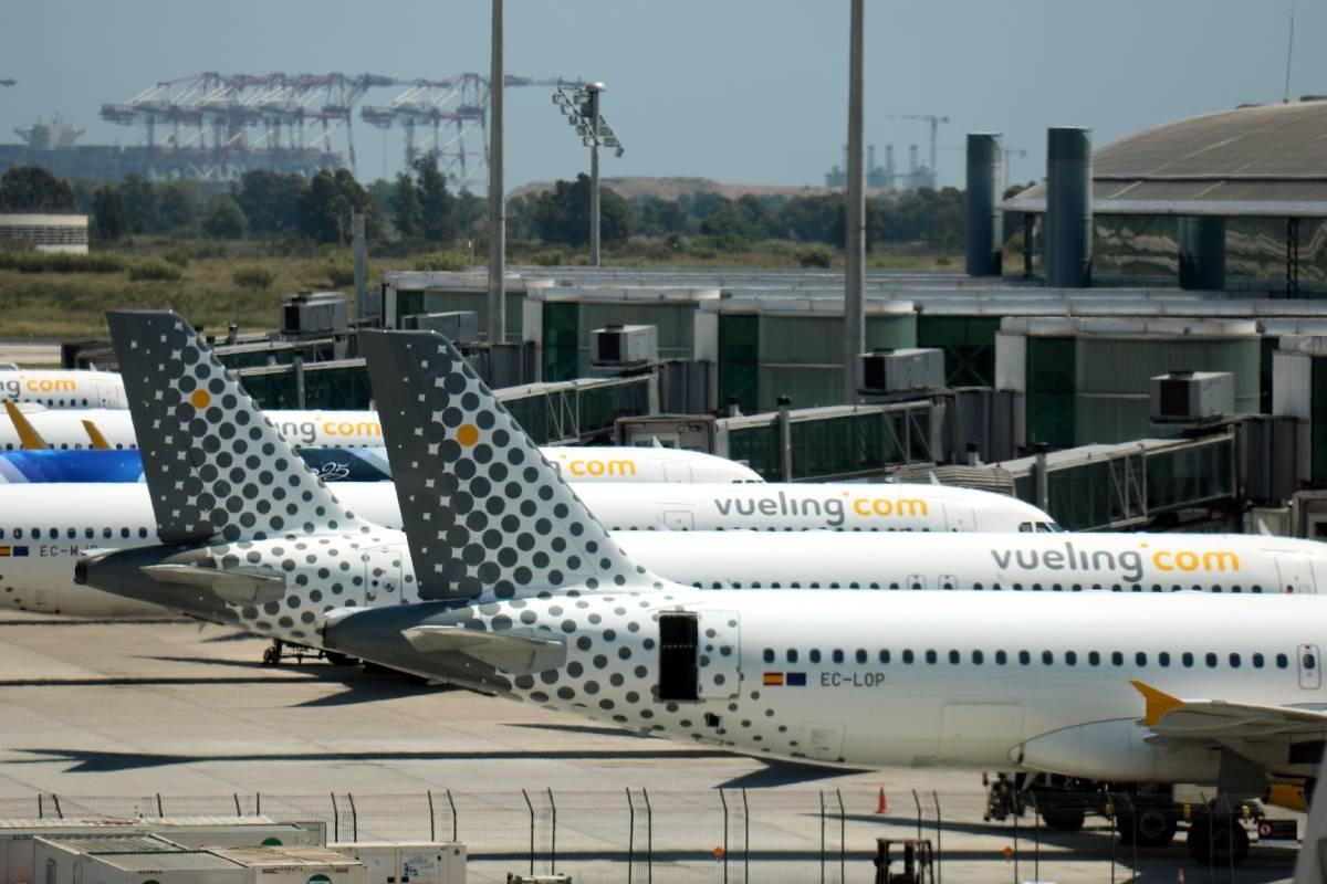Diversos avions a l'aeroport del Prat.