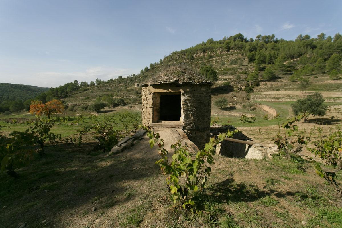 La tina de pedra seca a la Vinya Arboset