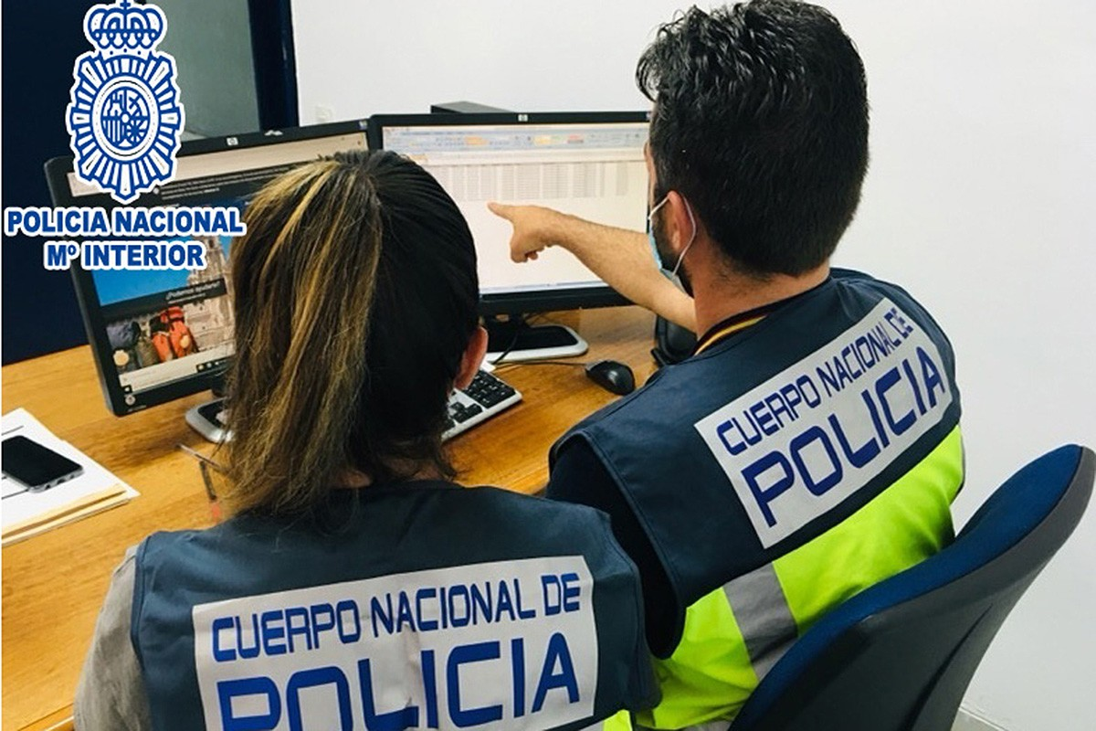 Dos agents de la Policia Nacional espanyola.