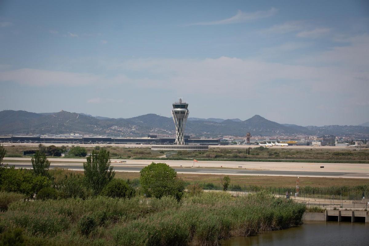 Imatge de l'aeroport del Prat des de la Ricarda