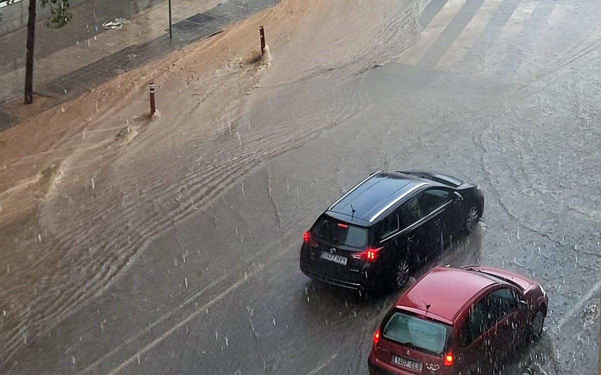 Inundació en un carrer.