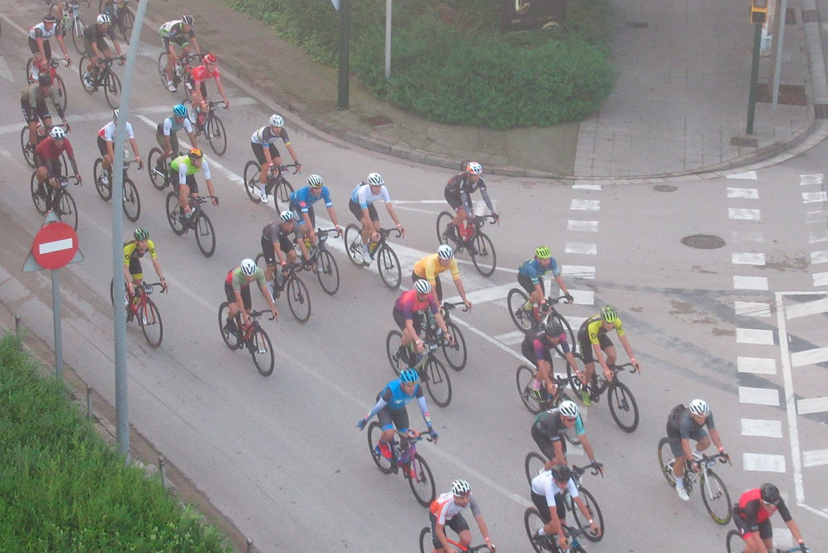 Els ciclistes es van topar amb la boira a primera hora del matí