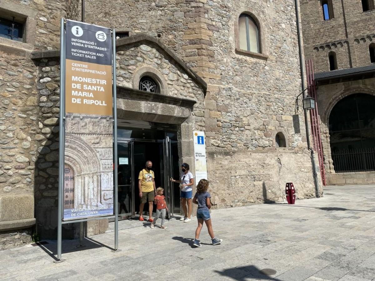 Visitants al monestir de Ripoll