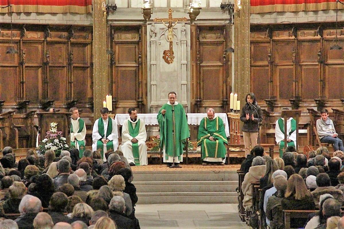 El sacerdot canadenc Ghislain Roy va presidir aquesta singular cerimònia a Solsona