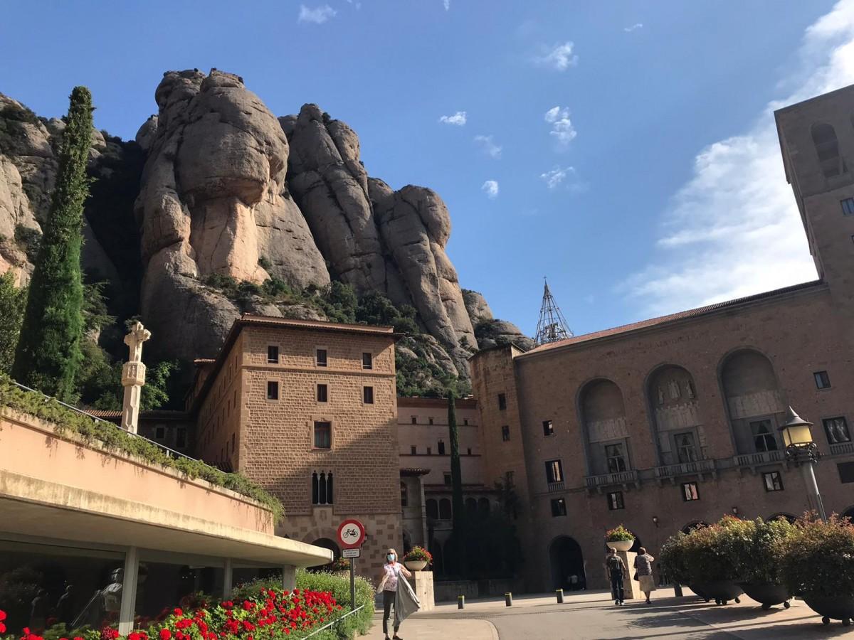 L'entrada al monestir aquest dimecres, mentre tenia lloc la votació d'un nou abat.